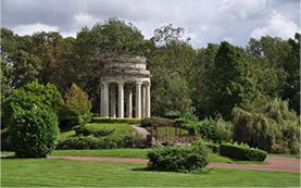 シャトーの園内にある愛の神殿